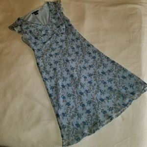 Dresses & Skirts - Blue Floral dress with flutter sleeve, Size 10